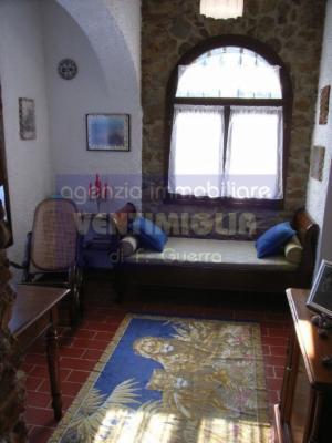 Villa in vendita a Dolceacqua, 4 locali, prezzo € 560.000 | CambioCasa.it