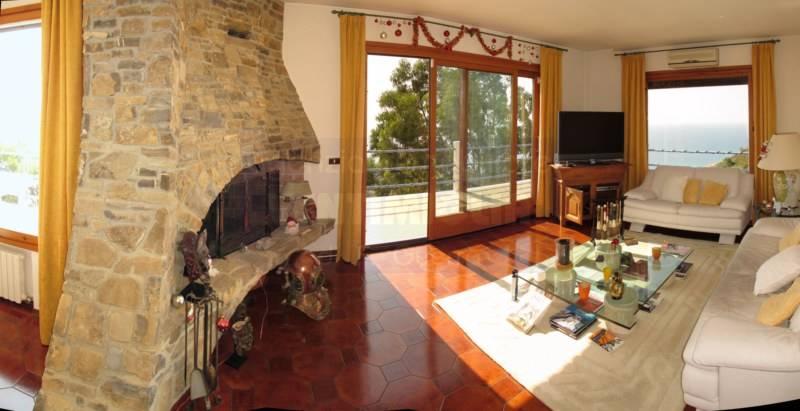 Villa in vendita a Ventimiglia, 6 locali, prezzo € 530.000 | CambioCasa.it