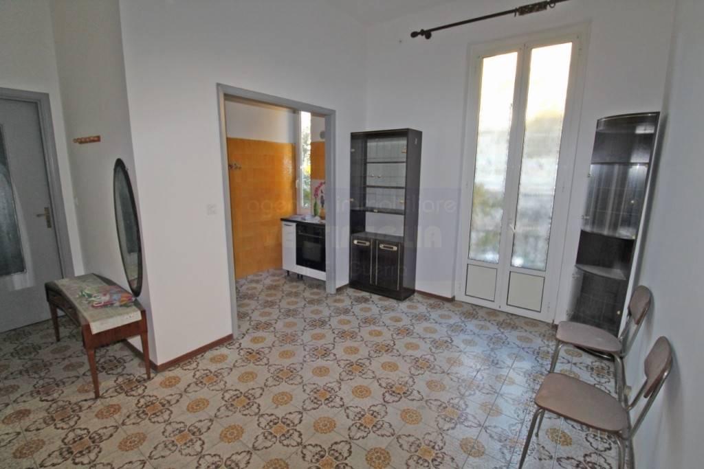 Appartamento in vendita a Ventimiglia, 2 locali, prezzo € 120.000 | CambioCasa.it