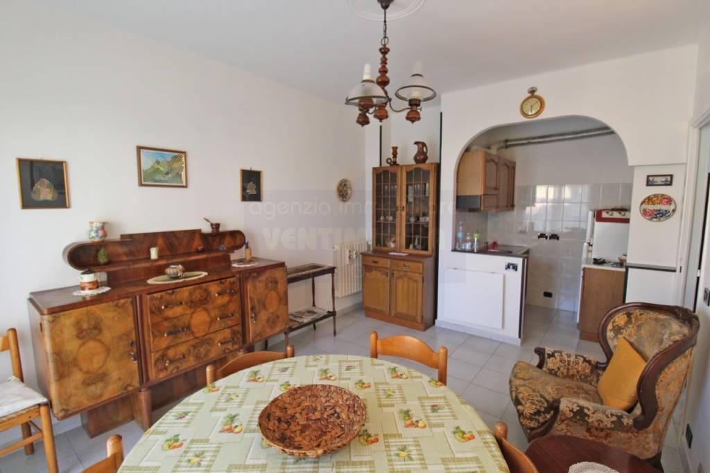 Appartamento in vendita a Vallecrosia, 2 locali, prezzo € 155.000 | CambioCasa.it