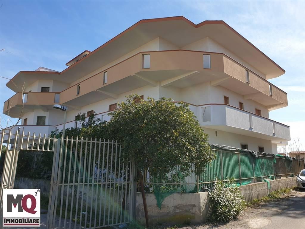 Palazzo / Stabile in affitto a Castel Volturno, 27 locali, prezzo € 2.500   CambioCasa.it