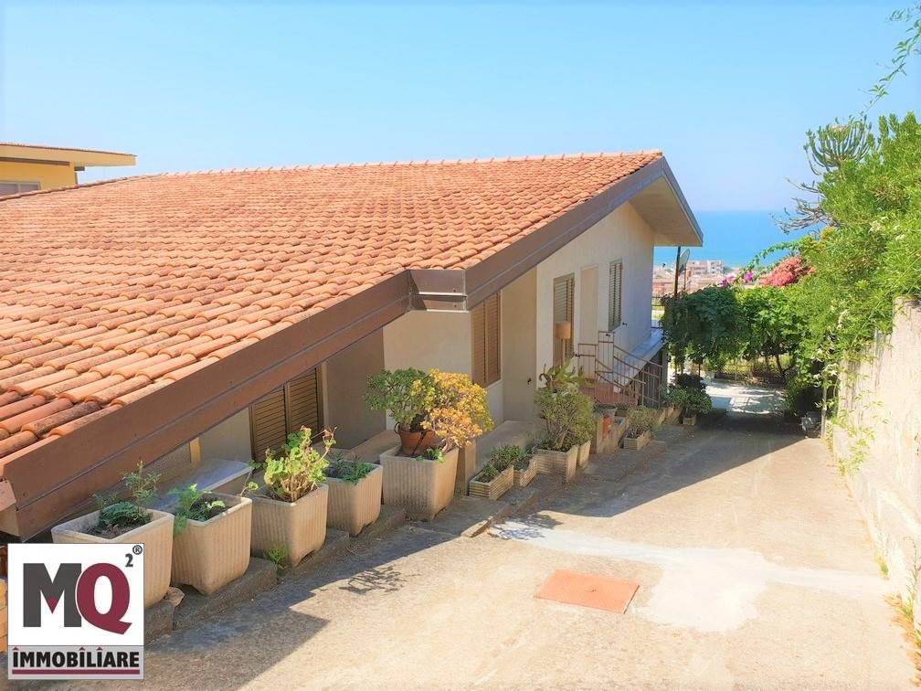 Villa in vendita a Sessa Aurunca, 6 locali, zona Località: BAIA AZZURRA, prezzo € 150.000 | CambioCasa.it