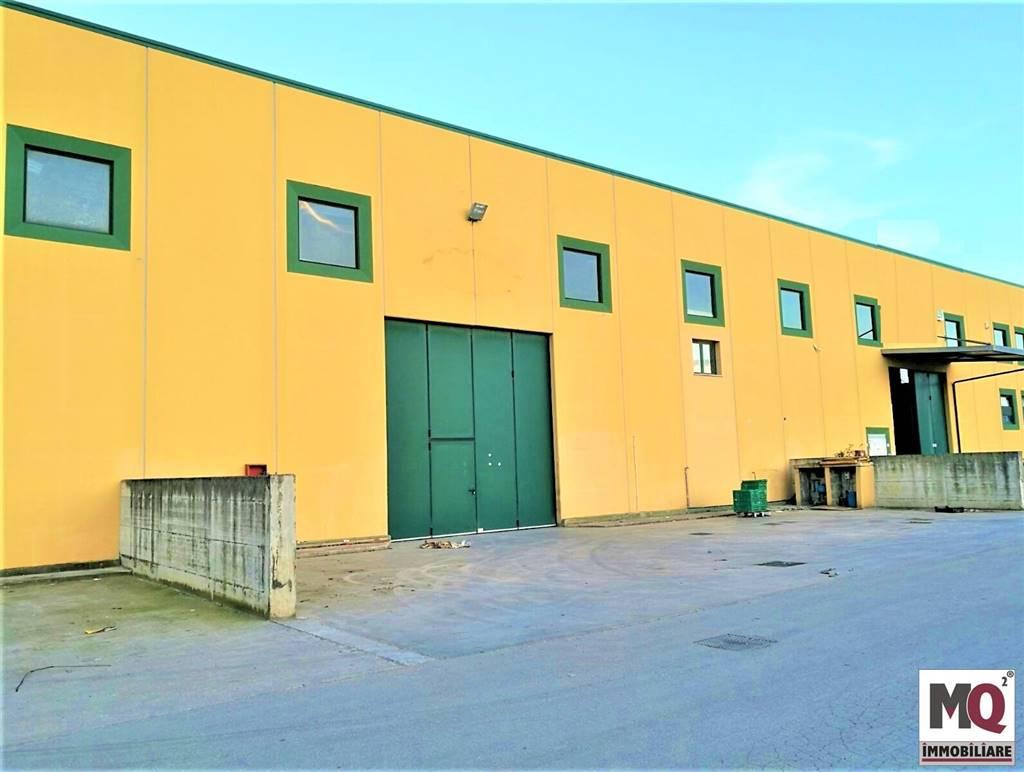 Capannone in vendita a Mondragone, 9999 locali, prezzo € 370.000   CambioCasa.it