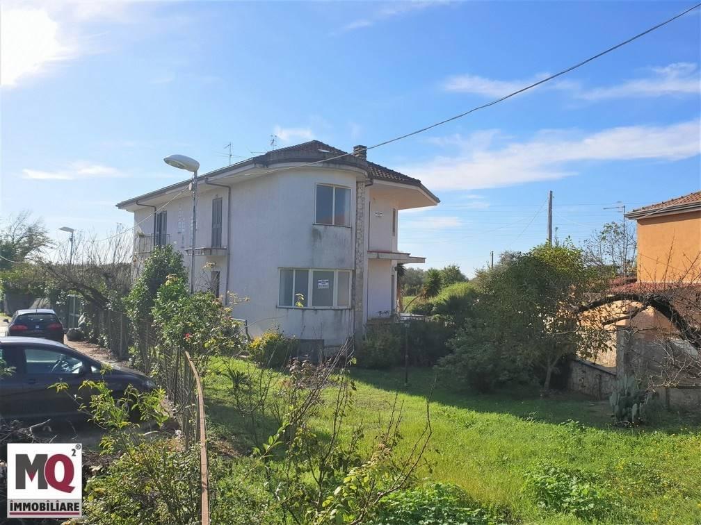 Villa in vendita a Carinola, 4 locali, zona Zona: Nocelleto, prezzo € 75.000 | CambioCasa.it