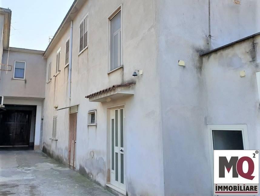 Appartamento in vendita a Mondragone, 3 locali, prezzo € 45.000 | CambioCasa.it