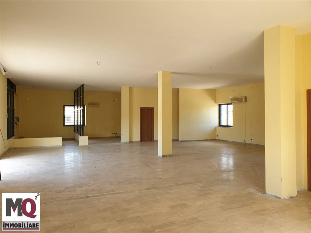 Negozio / Locale in vendita a Mondragone, 9999 locali, prezzo € 280.000   CambioCasa.it