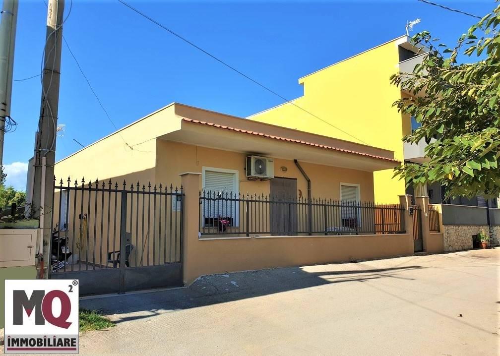 Villa in vendita a Mondragone, 3 locali, prezzo € 130.000 | CambioCasa.it