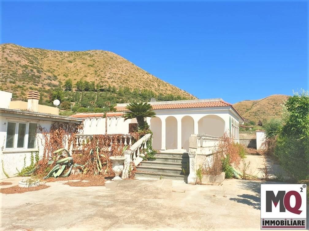 Villa, Levagnole, Mondragone, da ristrutturare