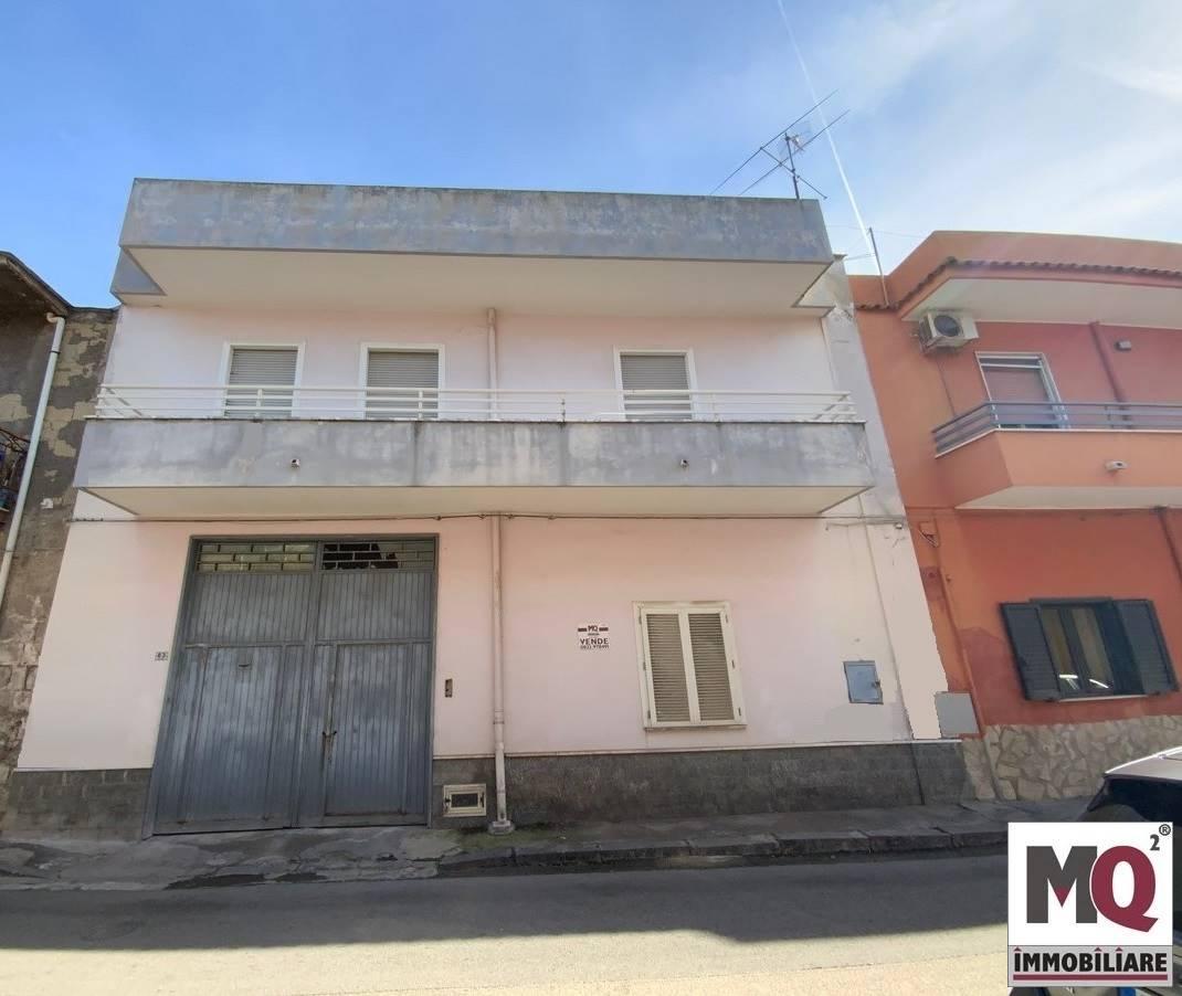 Palazzo / Stabile in vendita a Mondragone, 4 locali, prezzo € 130.000 | CambioCasa.it