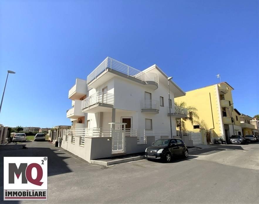 Villa in vendita a Mondragone, 8 locali, Trattative riservate | CambioCasa.it