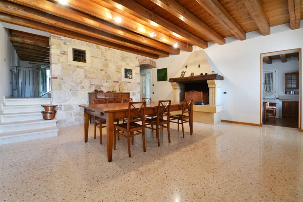 Villa a Schiera in vendita a Brendola, 10 locali, zona Zona: San Valentino, prezzo € 400.000 | CambioCasa.it