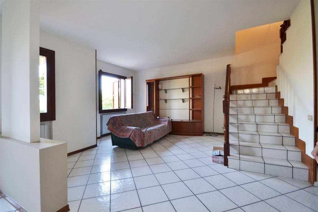 Villa a Schiera in affitto a Montecchio Maggiore, 8 locali, prezzo € 700 | CambioCasa.it