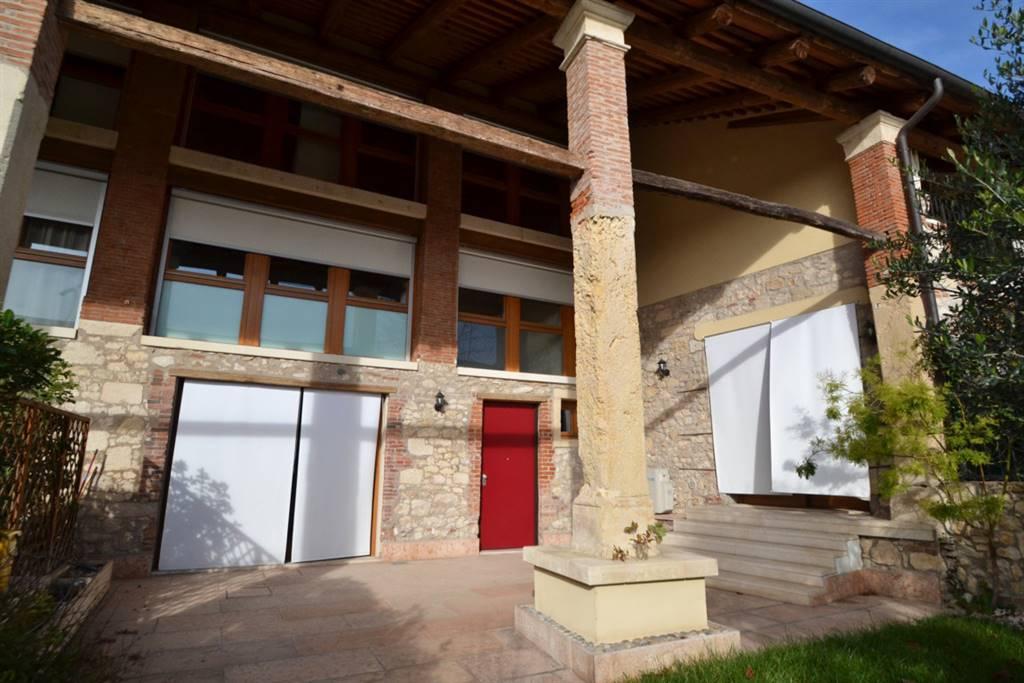 Villa a Schiera in affitto a Montecchio Maggiore, 6 locali, prezzo € 1.000 | CambioCasa.it
