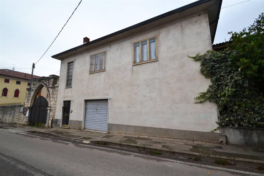 Appartamento in vendita a Montecchio Maggiore, 4 locali, prezzo € 110.000 | CambioCasa.it