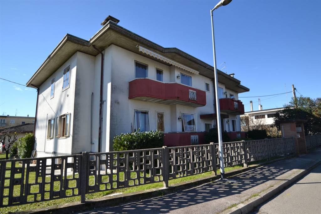Appartamento in vendita a Montecchio Maggiore, 6 locali, prezzo € 150.000 | CambioCasa.it