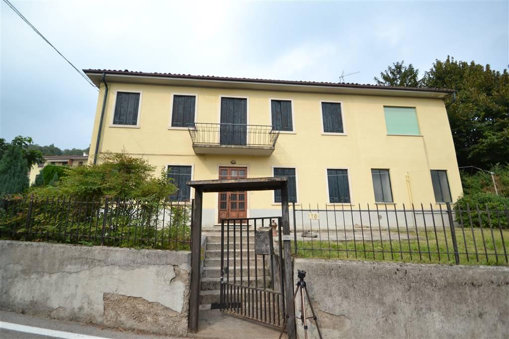 Appartamento in vendita a Trissino, 7 locali, prezzo € 200.000 | CambioCasa.it