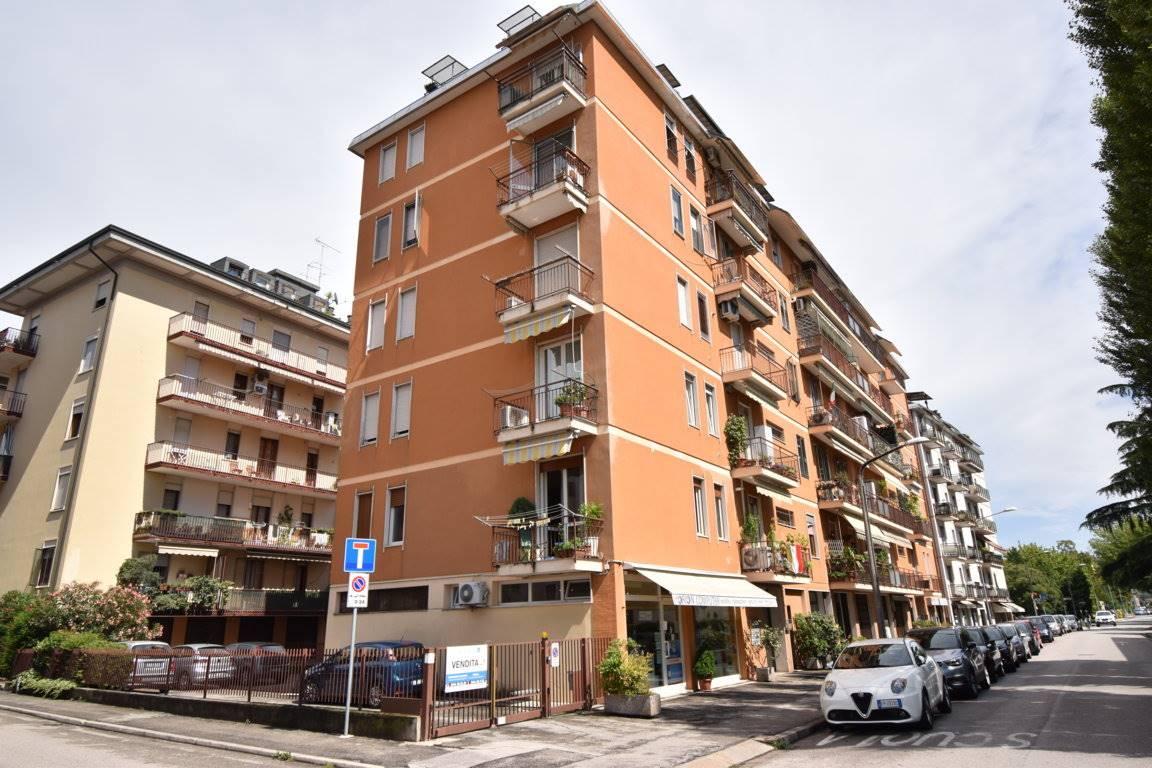 Appartamento in vendita a Vicenza, 5 locali, zona Località: VIALE TRENTO / LEGIONE ANTONINI, prezzo € 99.000 | CambioCasa.it