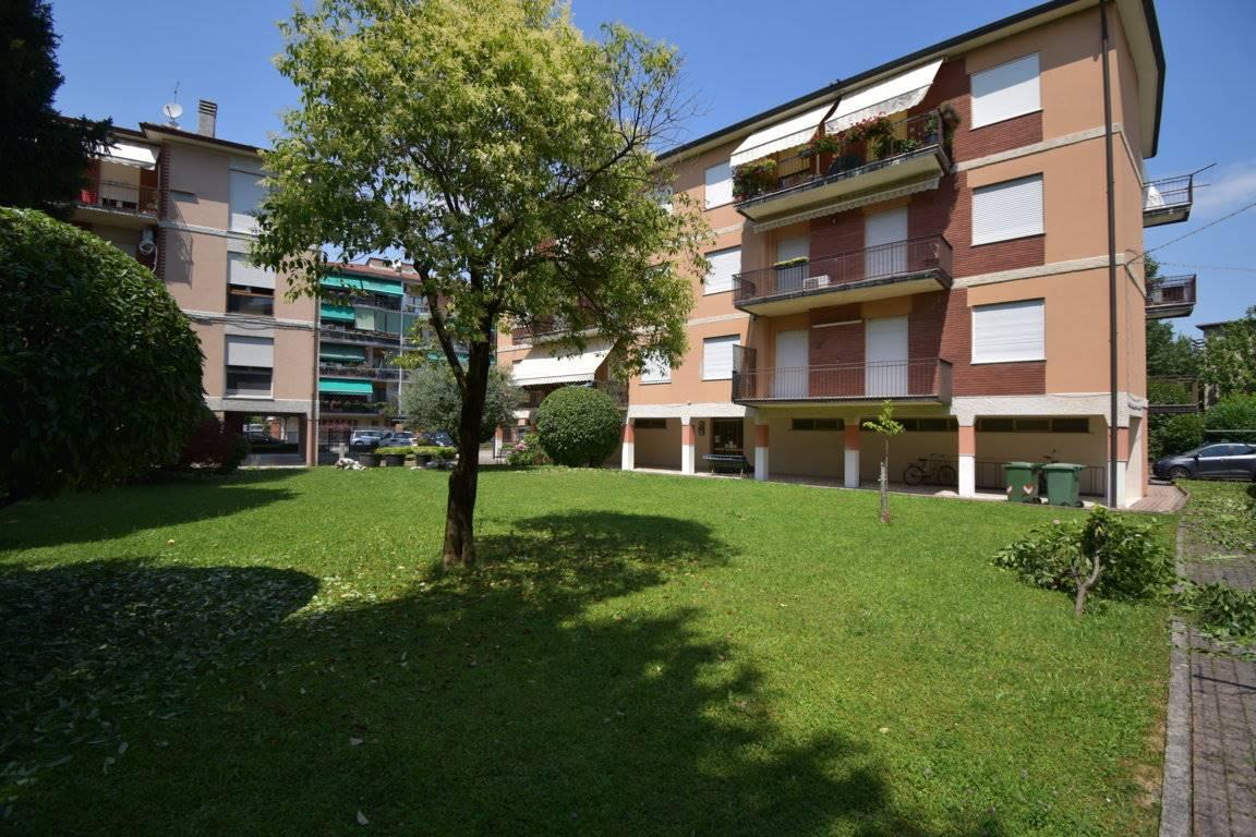 Appartamento in vendita a Vicenza, 6 locali, zona Località: SAN BORTOLO / OSPEDALE / PISCINE, prezzo € 159.000 | CambioCasa.it