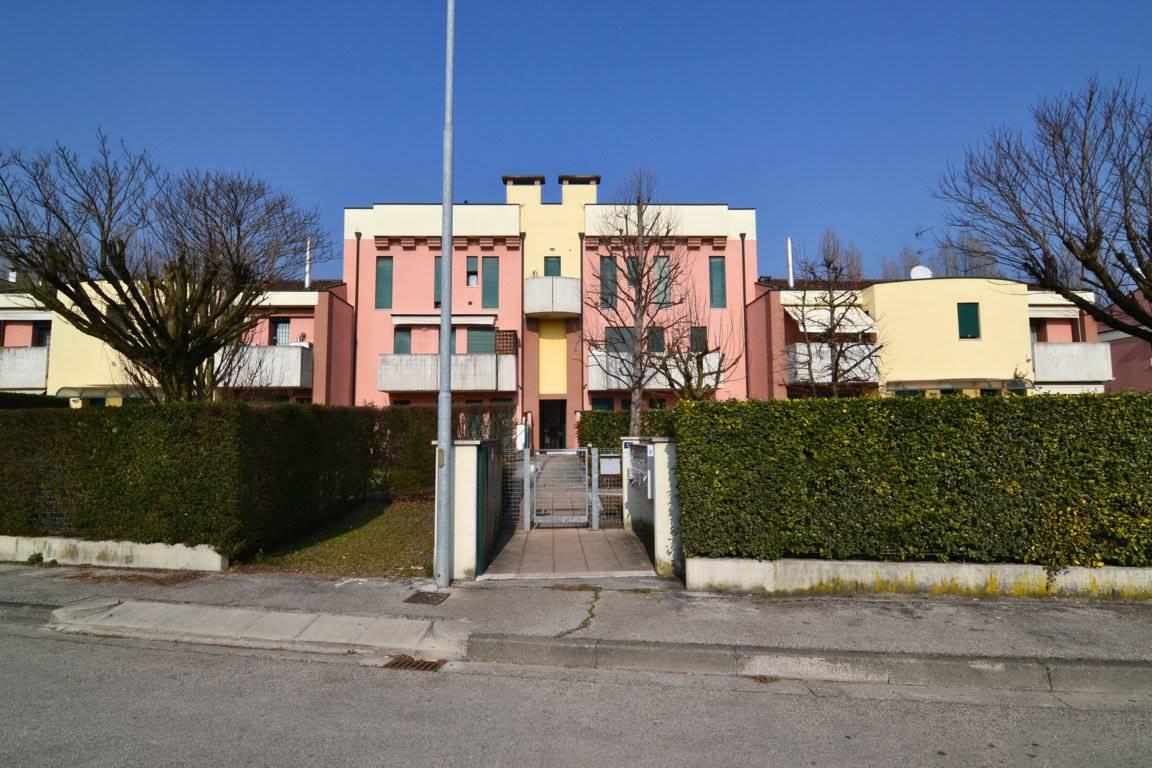 Appartamento in vendita a Creazzo, 3 locali, prezzo € 69.000 | CambioCasa.it