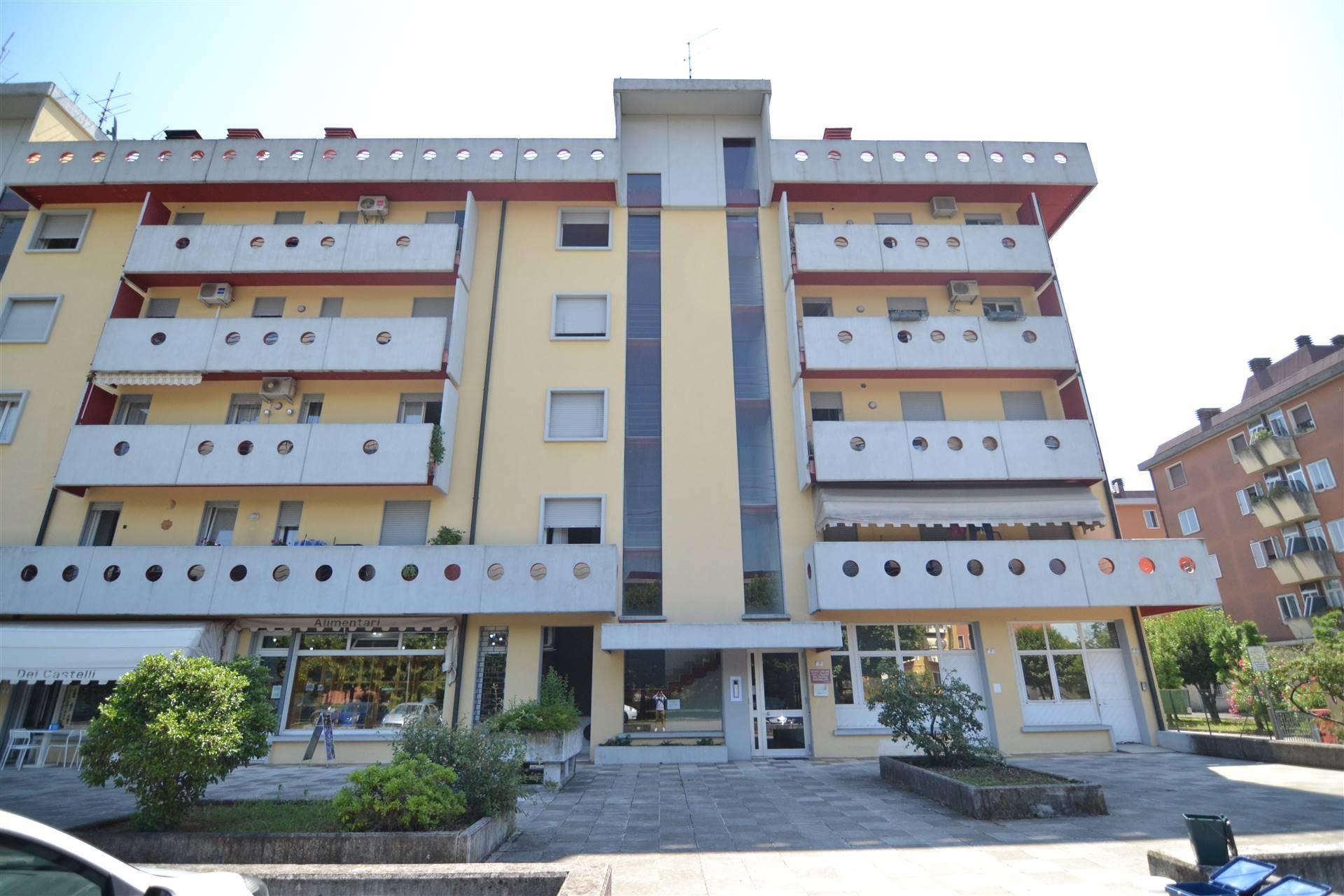 Appartamento in vendita a Montecchio Maggiore, 7 locali, prezzo € 95.000 | CambioCasa.it