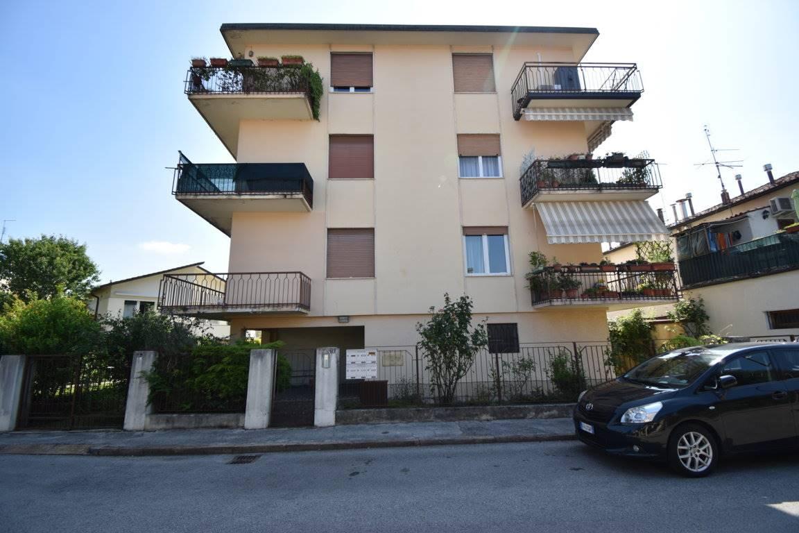 Appartamento in vendita a Vicenza, 4 locali, zona Località: SAN BORTOLO / OSPEDALE / PISCINE, prezzo € 89.000 | CambioCasa.it