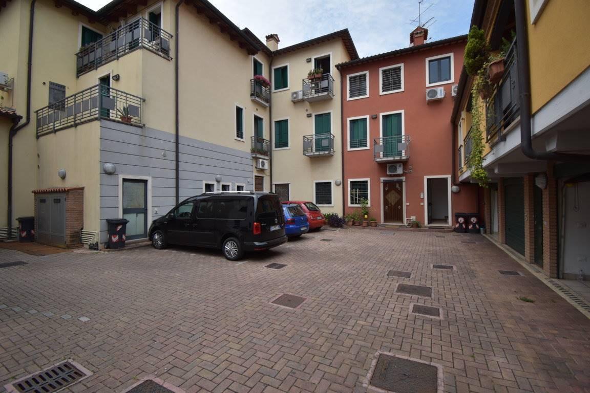 Appartamento in vendita a Vicenza, 4 locali, prezzo € 97.000 | CambioCasa.it
