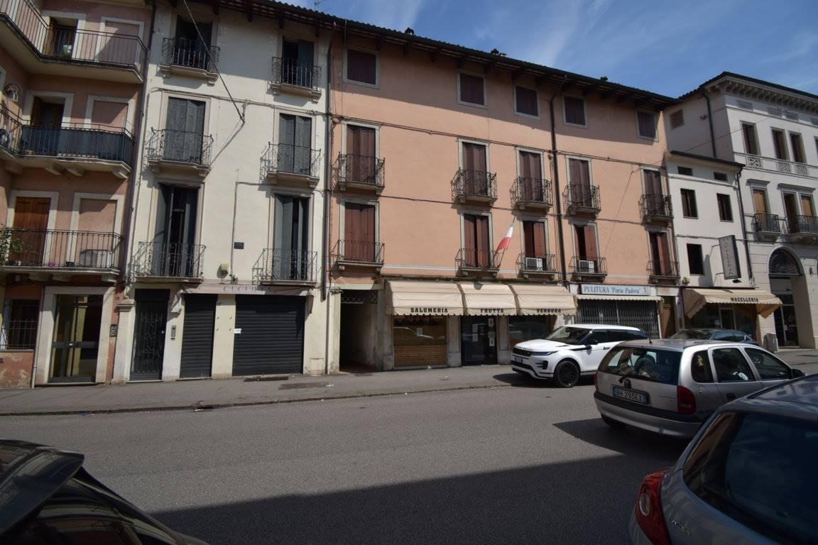 Appartamento in vendita a Vicenza, 5 locali, zona Zona: Centro storico, prezzo € 135.000 | CambioCasa.it