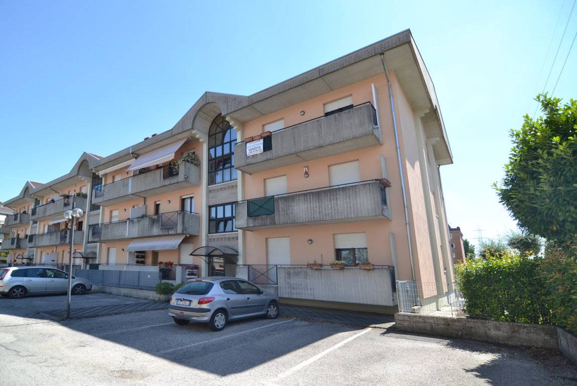 Appartamento in vendita a Montecchio Maggiore, 6 locali, prezzo € 125.000   CambioCasa.it
