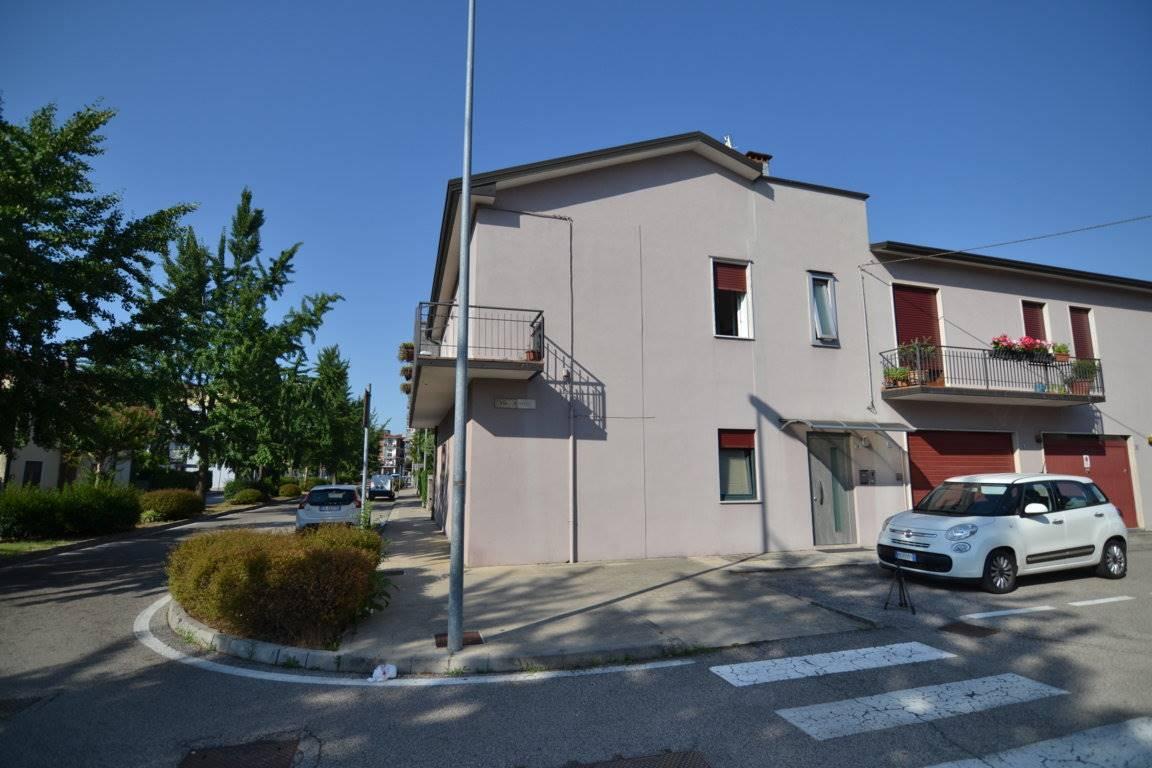 Soluzione Indipendente in vendita a Montecchio Maggiore, 5 locali, zona Zona: Alte Ceccato, prezzo € 140.000   CambioCasa.it