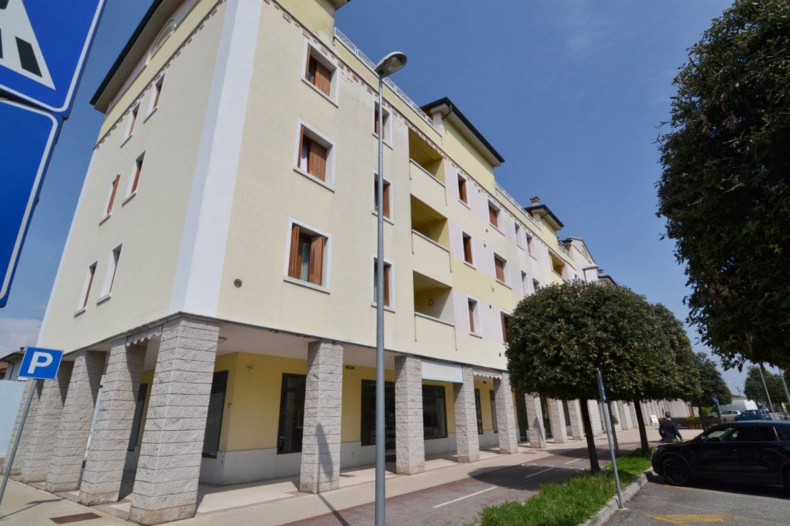 Appartamento in vendita a Montecchio Maggiore, 3 locali, zona Zona: Alte Ceccato, prezzo € 105.000   CambioCasa.it