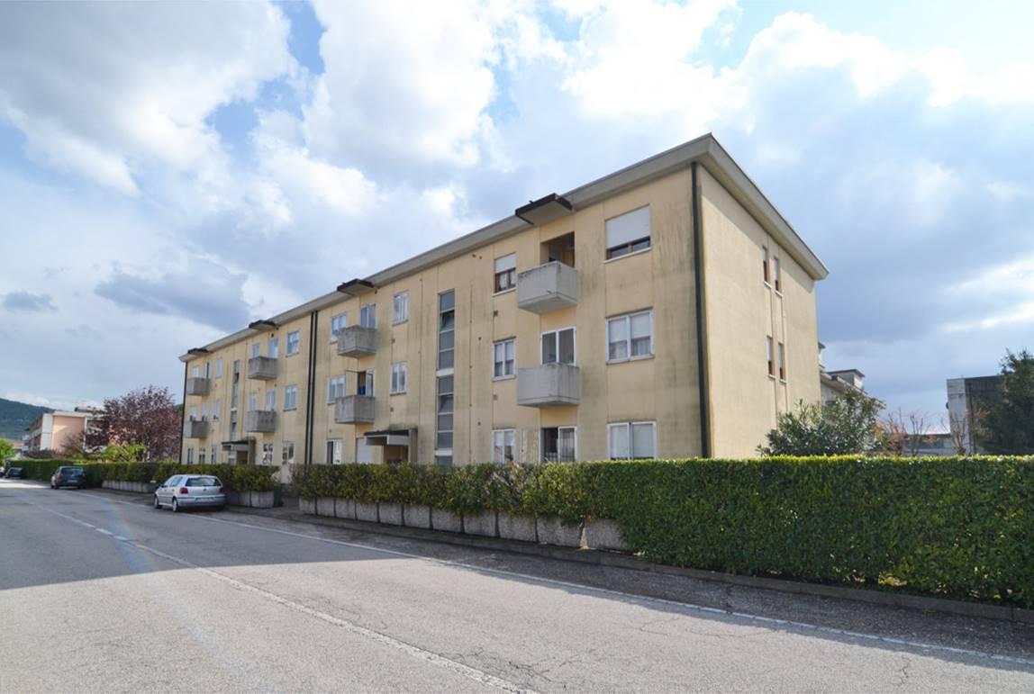 Appartamento in vendita a Montecchio Maggiore, 6 locali, prezzo € 108.000   CambioCasa.it