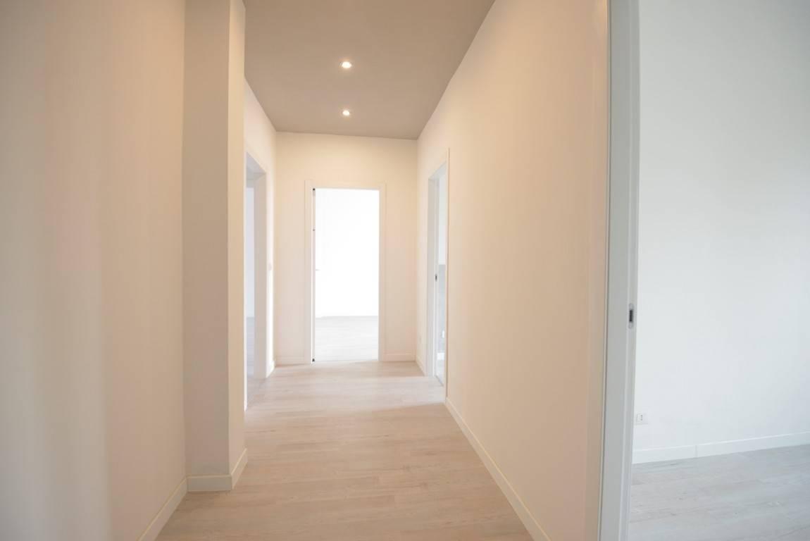 Appartamento in vendita a Vicenza, 6 locali, zona Località: VIALE TRENTO / LEGIONE ANTONINI, prezzo € 145.000 | PortaleAgenzieImmobiliari.it