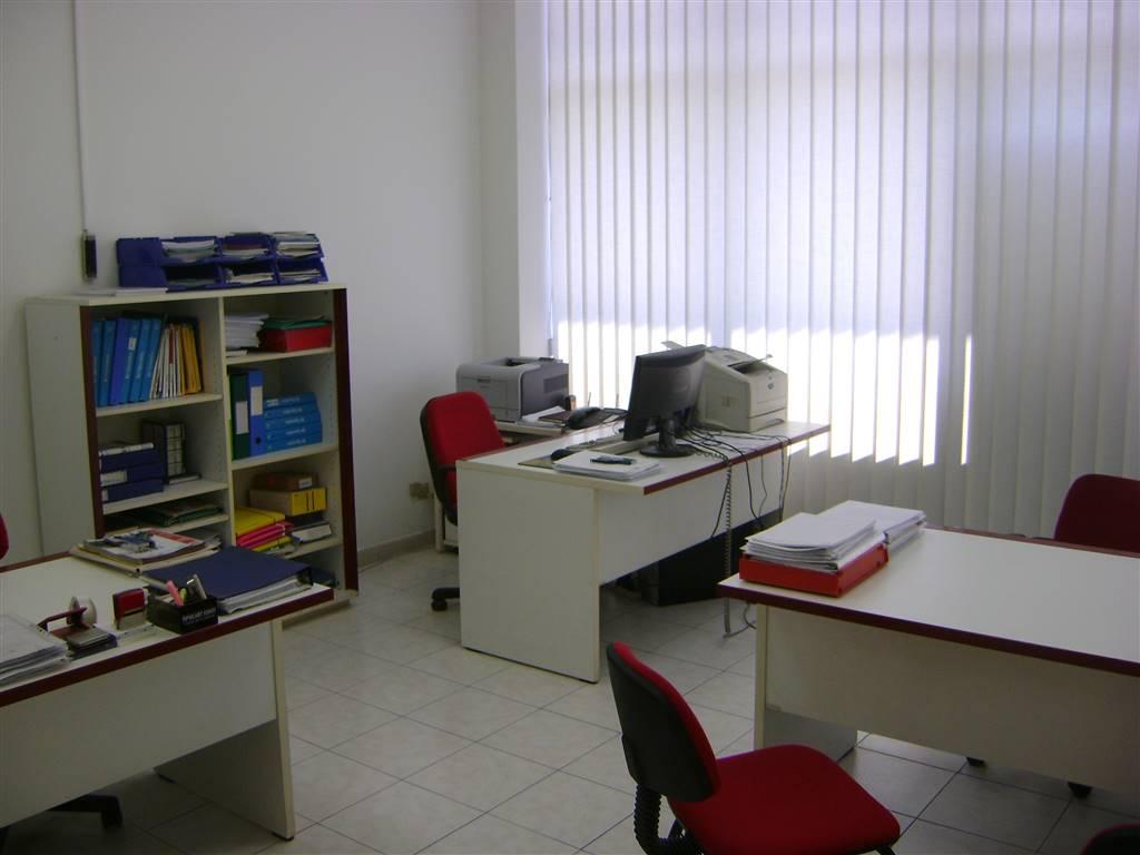 Ufficio / Studio in vendita a Sarzana, 5 locali, prezzo € 175.000 | CambioCasa.it