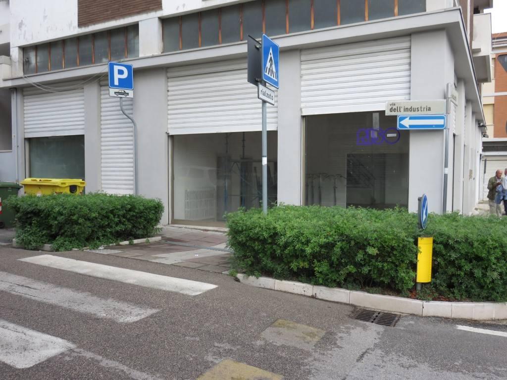 Locale commerciale, Ancona