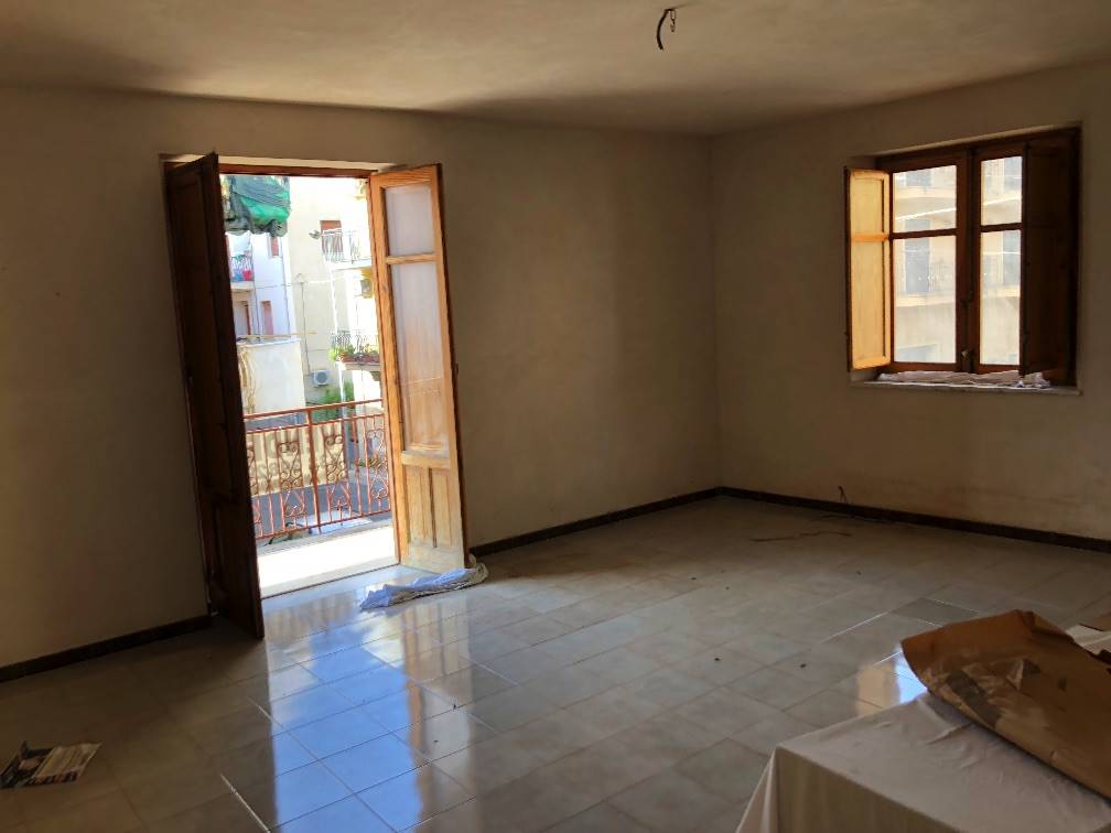 Appartamento in vendita a Ficarazzi, 5 locali, prezzo € 100.000 | PortaleAgenzieImmobiliari.it