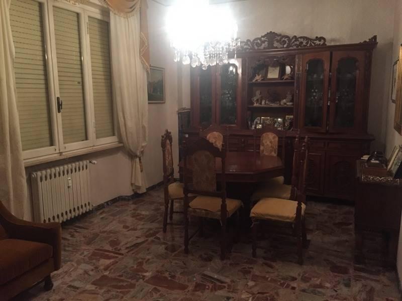 Appartamento in affitto a Ancona, 6 locali, zona Zona: Q. Adriatico , prezzo € 1.000 | CambioCasa.it