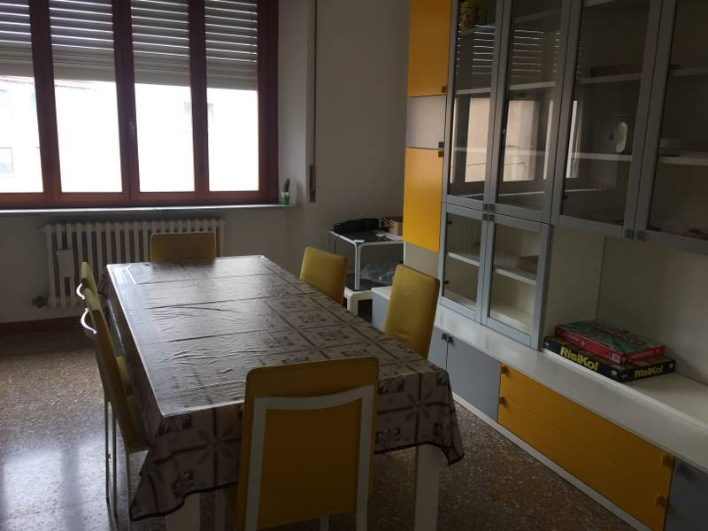 Appartamento in affitto a Ancona, 5 locali, zona Zona: Centro, prezzo € 750   CambioCasa.it