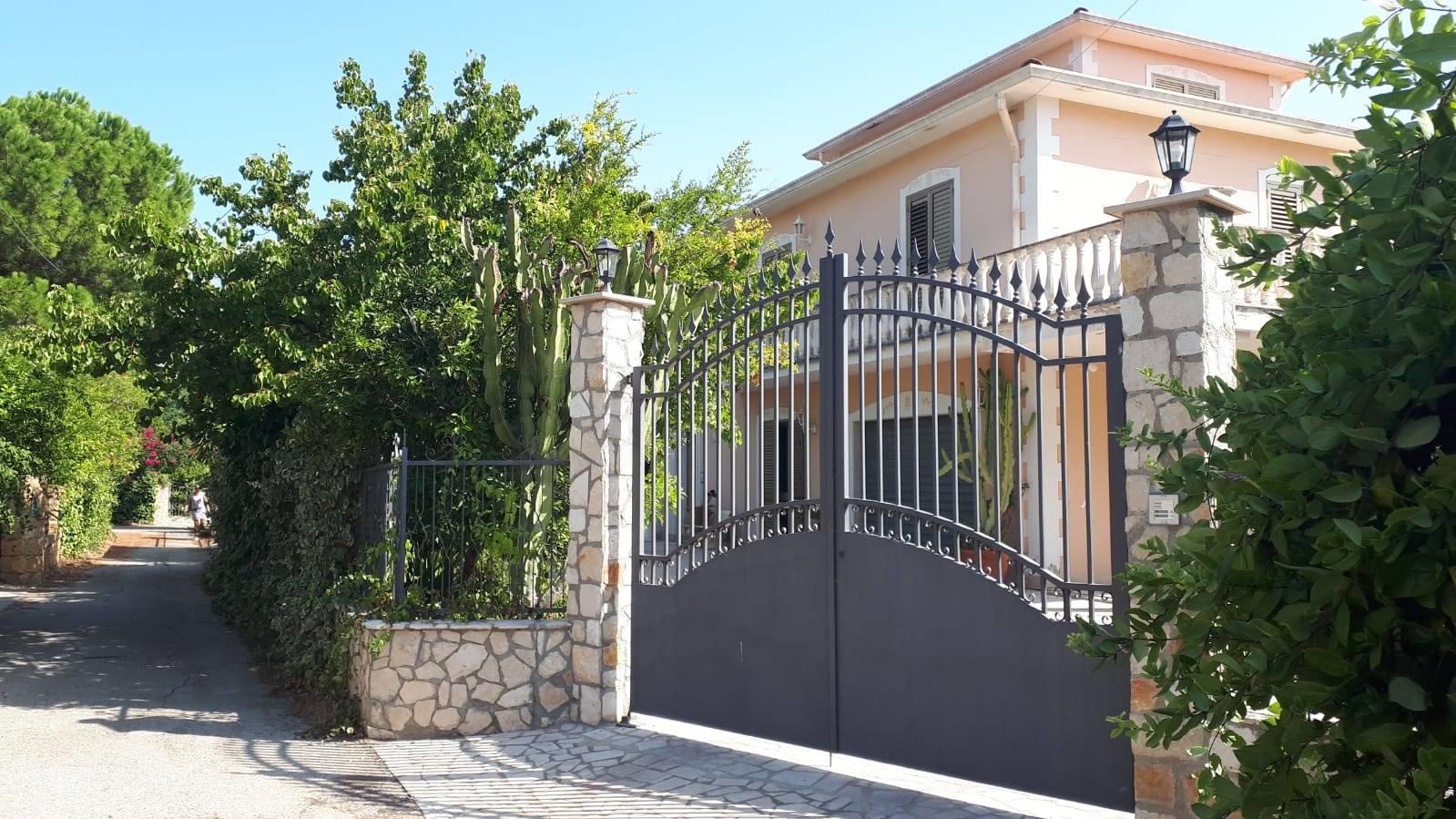 Villa in vendita a Campobello di Licata, 11 locali, prezzo € 310.000   CambioCasa.it