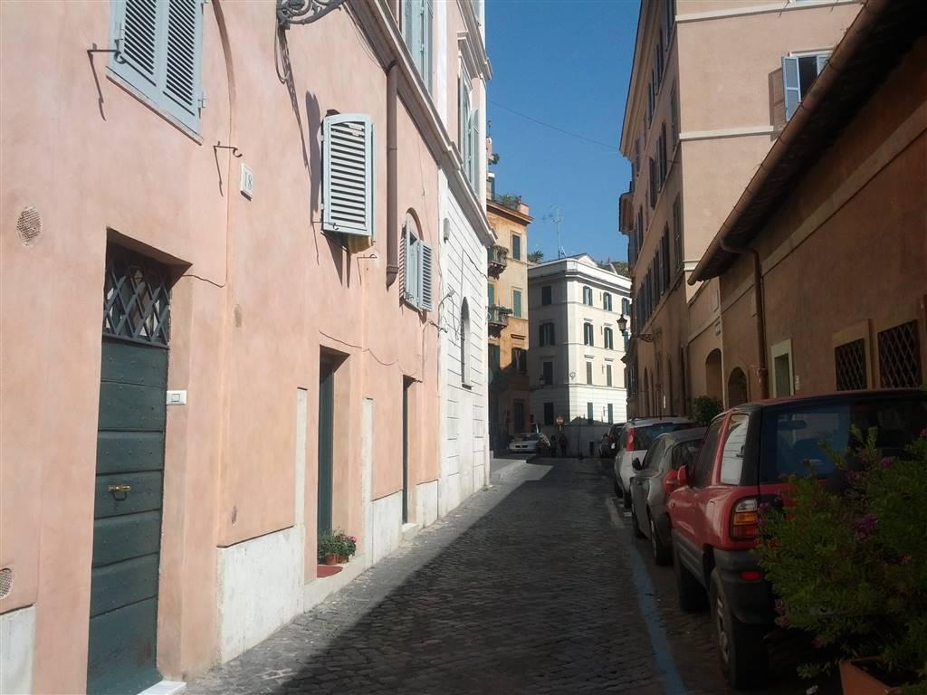 Magazzino in Via Dei Fienili, Centro Storico, Roma