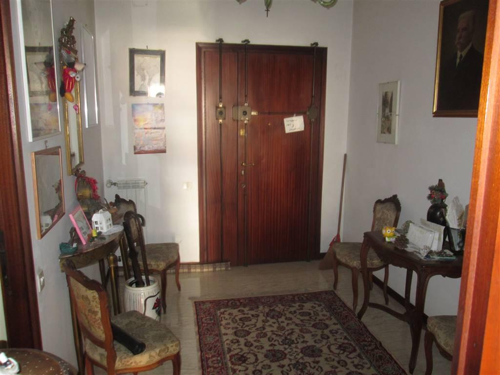 Trilocale in Via Val Di Non 39, Roma
