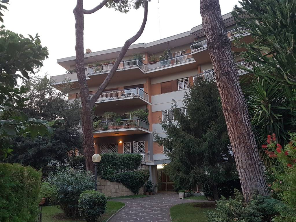 Quadrilocale in Via Isacco Newton, Roma