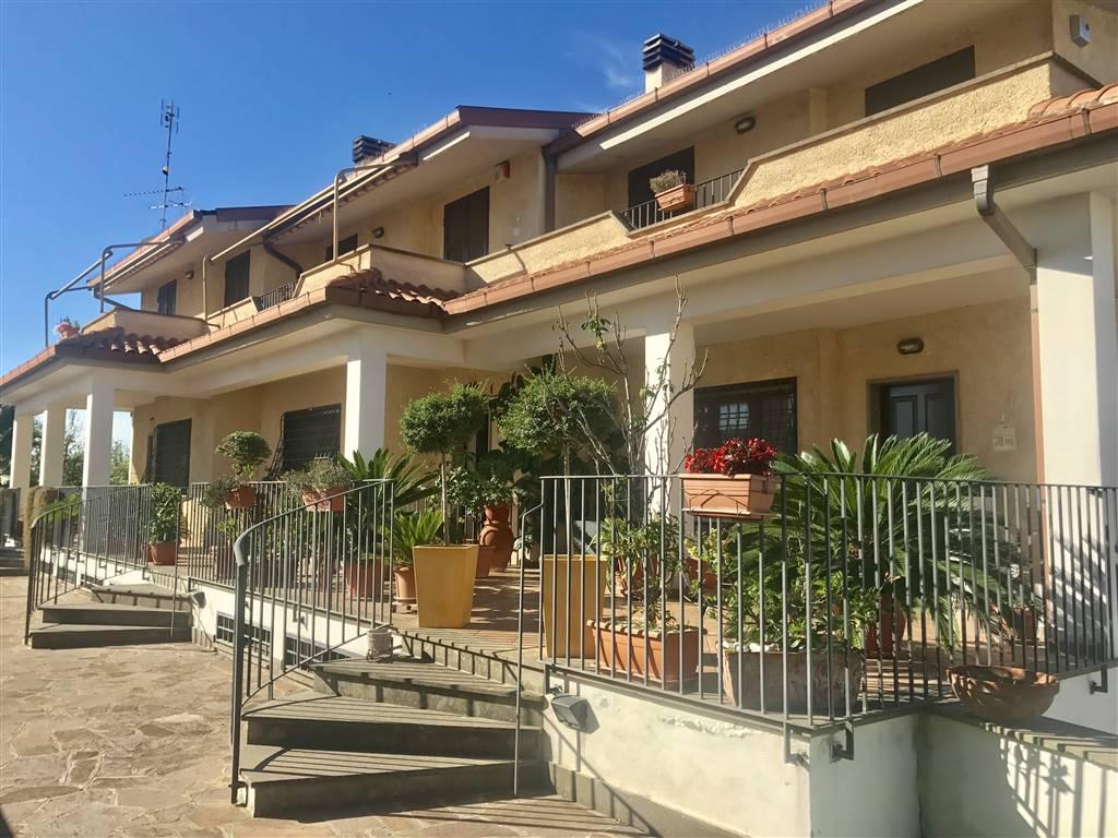 Villino in Via Norma Fratelli Parenti, Roma