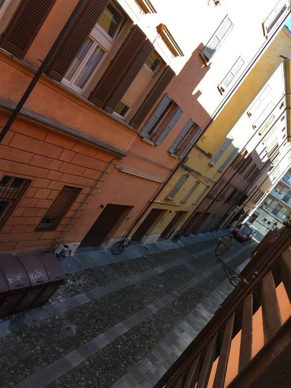 Bilocale in Via San Michele 25, Centro Storico, Modena
