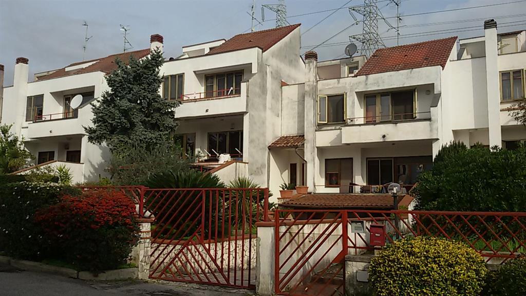 Villa a schiera, Campigliano, San Cipriano Picentino, abitabile
