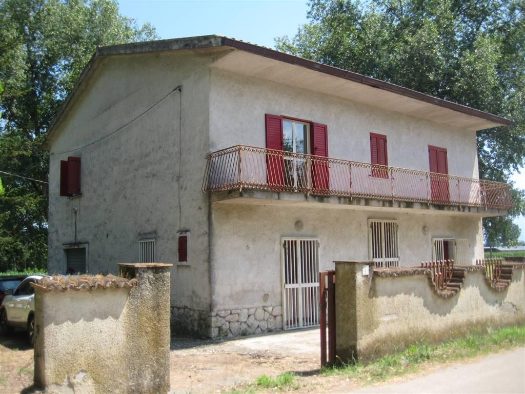 Casa singola, Baia e Latina, abitabile