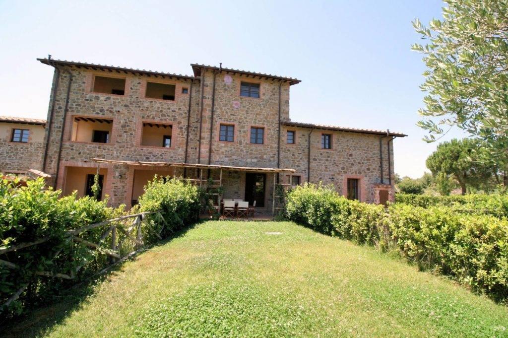 Rustico / Casale in vendita a Scansano, 4 locali, prezzo € 260.000 | CambioCasa.it