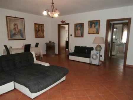 Villa, Remondò, Gambolo', abitabile