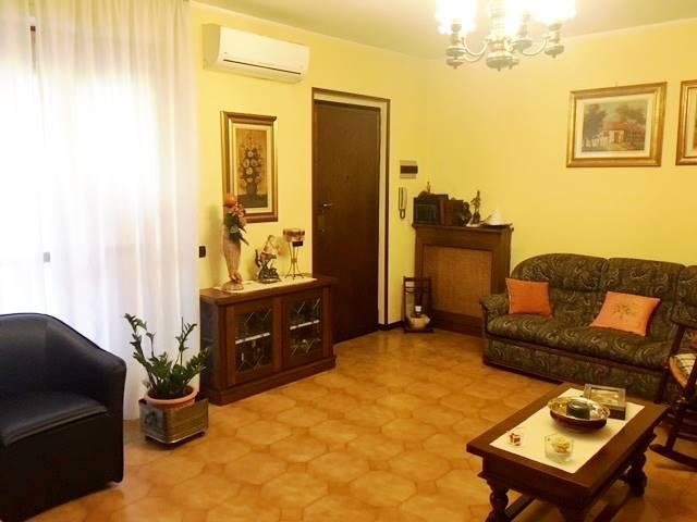 Appartamento in vendita a Gambolò, 4 locali, prezzo € 120.000 | CambioCasa.it