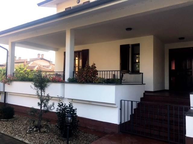 Villa in vendita a Garlasco, 4 locali, zona Località: GARLASCO, prezzo € 240.000   CambioCasa.it
