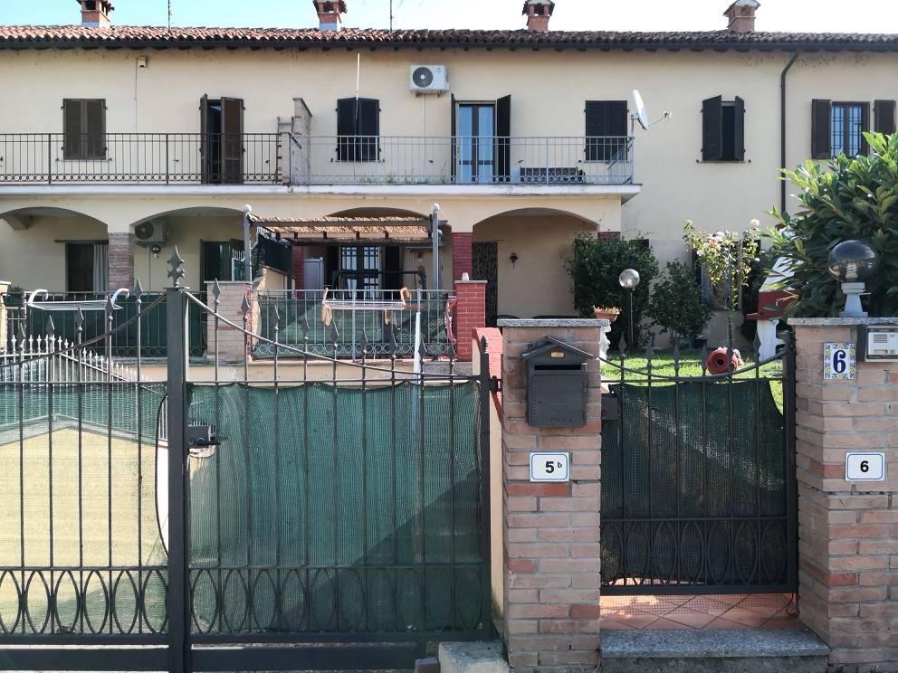 Villa a schiera, Mortara